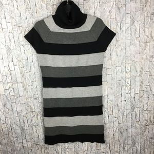 Xhilaration gray/black short sleeved sweater dress